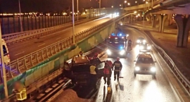 Straż publikuje zdjęcia z groźnego wypadku na Trasie Siekierkowskiej
