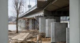 Kładka rowerowa pod Łazienkowskim - prace idą pełną parą