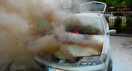 Renault Laguna w płomieniach na Motorowej