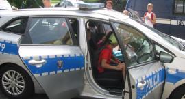 Wizyta dzieci w komendzie policyjnej