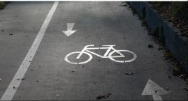 Rowerzysta potrącony przez samochód osobowy na pasie dla rowerów