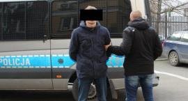 Spowodował kolizję po pijanemy, chciał dać łapówkę i w końcu zaatakował policjanta