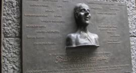 W piątek odsłonięcie tablicy Mirona Białoszewskiego