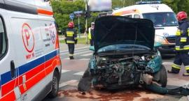 Groźny wypadek na skrzyżowaniu Bora Komorowskiego i Fieldorfa [ZDJĘCIA]