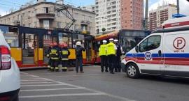 Groźne zderzenie autobusu i tramwaju na Rondzie Wiatraczna
