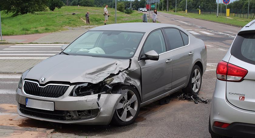 Wypadki drogowe , Kołobrzeskiej oplem skodę - zdjęcie, fotografia