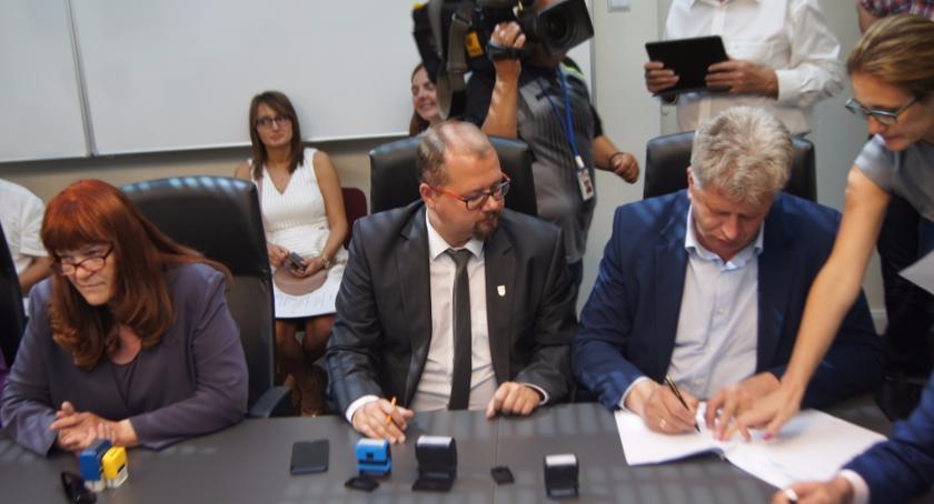 Umowy na realizację projektu