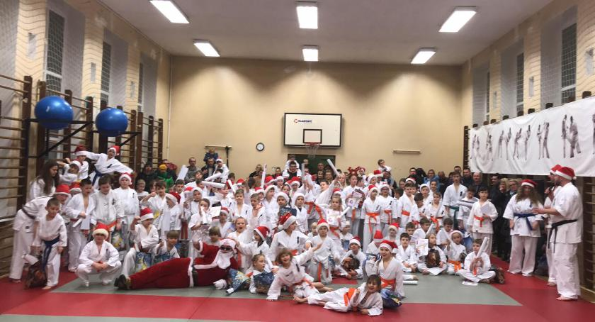Świetna zabawa i prezenty na treningu karate kyokushin