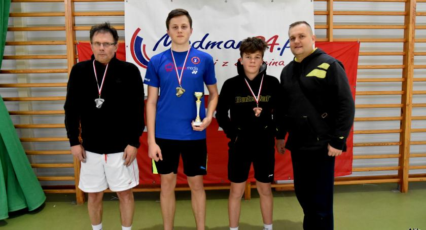 Trzy medale badmintonistów UKS Gwda
