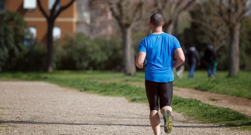 Porady, Odblaskowa odzież najważniejszy gadżet każdego biegacza! - zdjęcie, fotografia