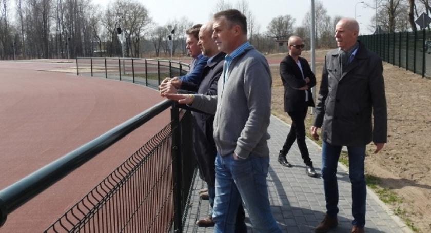 Stadion lekkoatletyczny w Szczecinku gotowy już w maju. Zarząd Powiatu ocenił prace