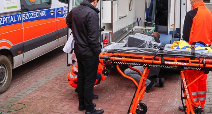 Z prawie odciętymi palcami na chirurgię do Szczecina jechał sam. Szpital wyjaśnia