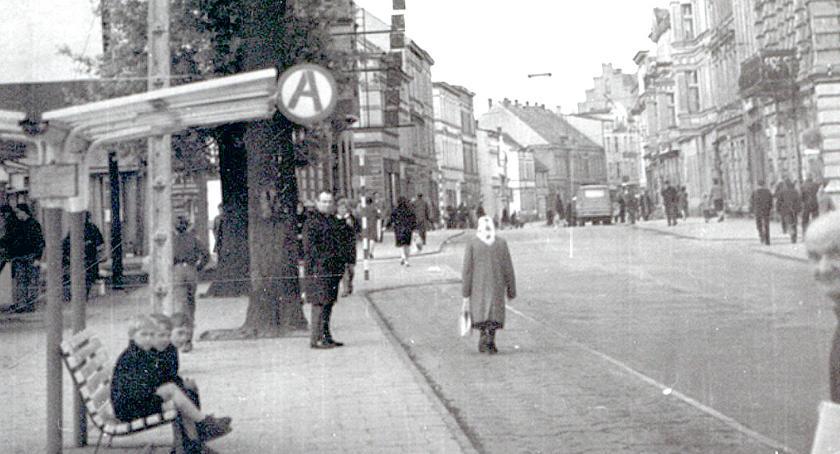 Jedno ujęcie: Oczekiwanie na autobus