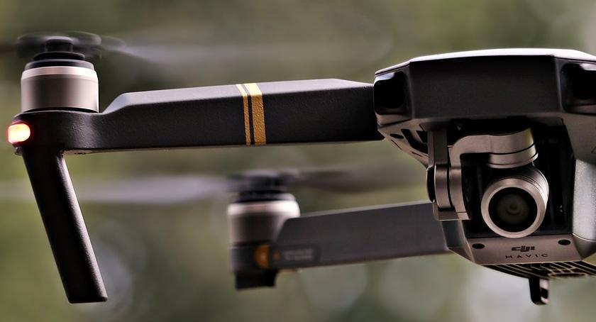 Leci dron, do komina leci kontrola