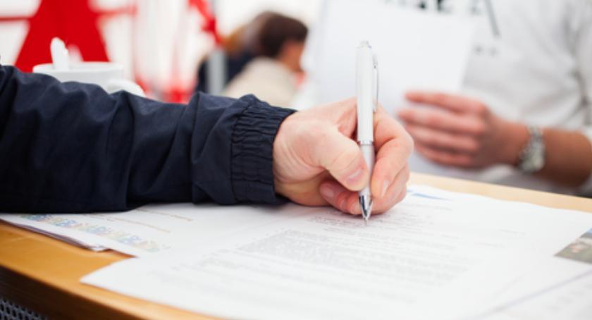 Porady, określić informację wysokości składnikach wynagrodzenia świadectwie pracy - zdjęcie, fotografia