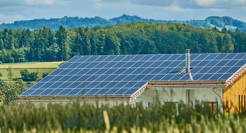 Porady, Panele słoneczne dachu ziemi - zdjęcie, fotografia