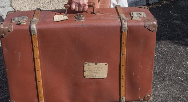 Wciąż pakują walizki i wyjeżdżają z miasta. Dlaczego?