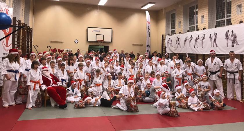 Święty Mikołaj po raz kolejny odwiedził dzieci z klubu karate