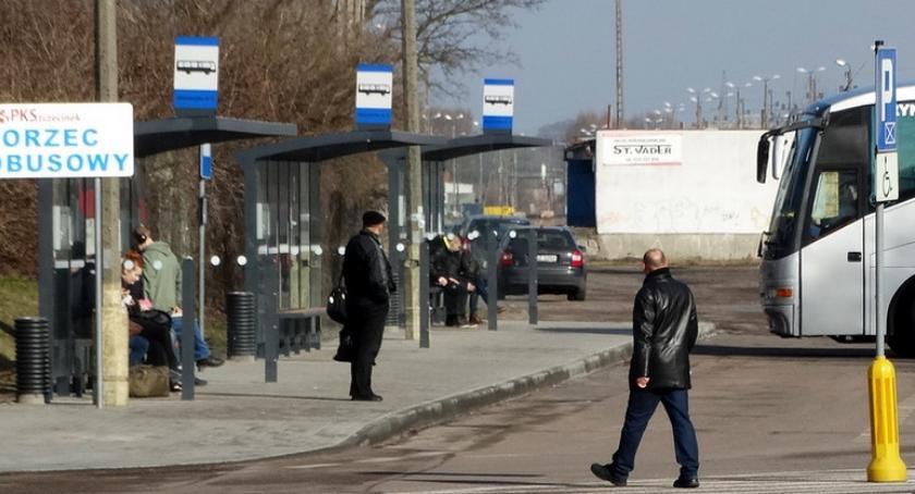 Kierowcy PKS Szczecinek nadal protestują. Spółka zawiesza kolejne kursy