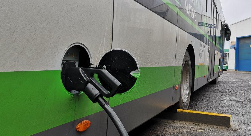 Ursus - autobus elektryczny. Ładowanie
