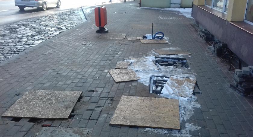 Budowa przystanków: Czy ktoś ma w końcu wpaść w te dziury?