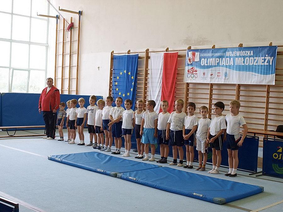 akrobatyka, Startowali najmłodsi adepci akrobatyki sportowej - zdjęcie, fotografia