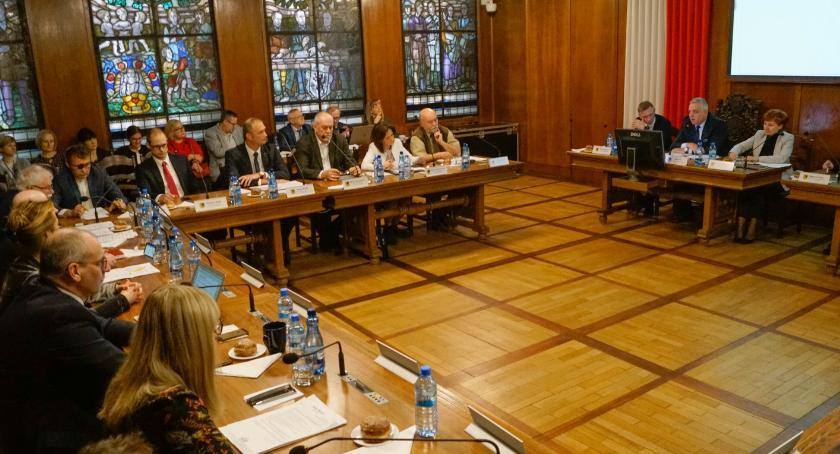 Program ochrony zwierząt w Szczecinku podjęty z naruszeniem prawa. Radni wybrali