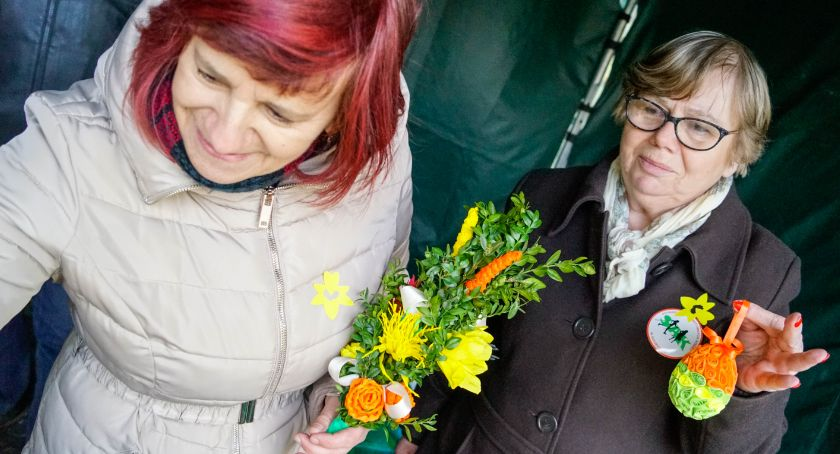 charytatywnie, Sprzedają ozdoby pomagają hospicjum Stowarzyszenie Aktywnych Kobiet zorganizowało kiermasz - zdjęcie, fotografia