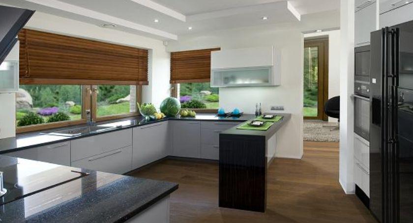 Okno w kuchni? Koniecznie w dobrej aranżacji
