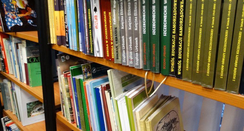 Tysiąc dwustu czyta, czterystu przetrzymuje książki. Bibliotece są winni kokosy