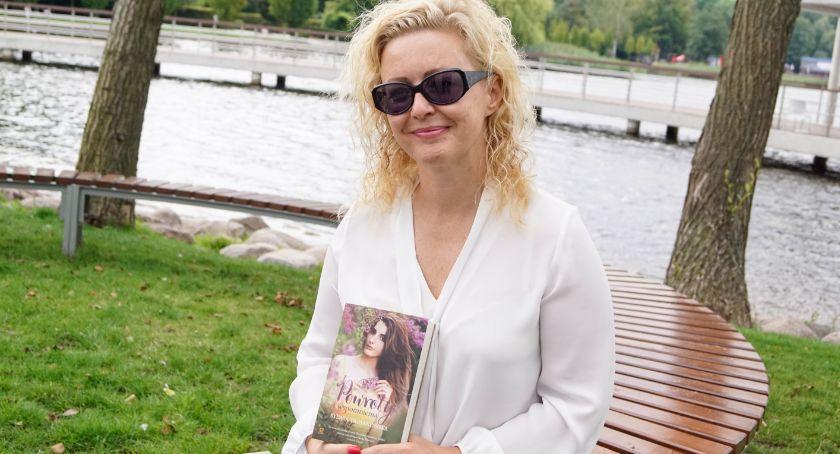 Pisarka Sylwia Trojanowska spacerowała po Szczecinku. Jest pod wrażeniem!