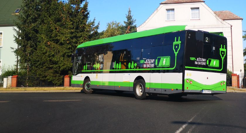 Cięcia w rozkładach jazdy autobusów. Burmistrz się tłumaczy