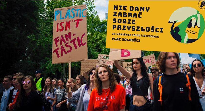 """Młodzi """"nie dadzą sobie zabrać przyszłości"""". """"Protest Tysięcy Miast"""" w piątek także w Szczecinku"""