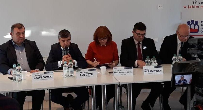 """""""Parlamentarzyści dla regionu"""" debatowali przedwyborczo w Szczecinku"""