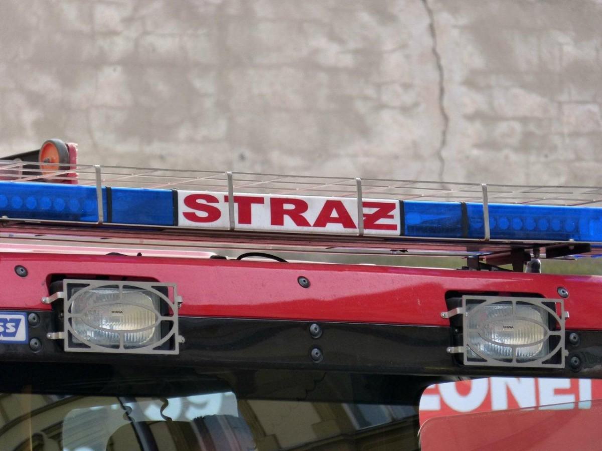 Aktualności, Płonął samochód śmietnik - zdjęcie, fotografia