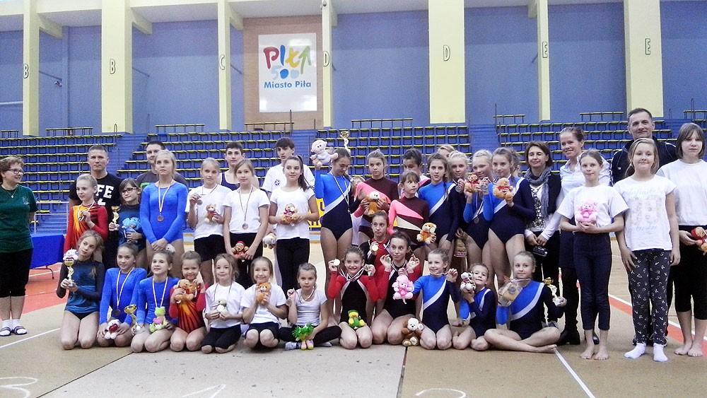 akrobatyka, Akrobaci Darzboru turnieju gwiazdkowym - zdjęcie, fotografia