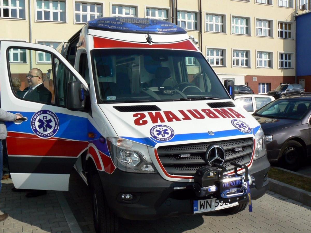 temat.net: archiwum, Mobilny szpital przyjechał Szczecinka Teraz pojedzie Barwic - zdjęcie, fotografia