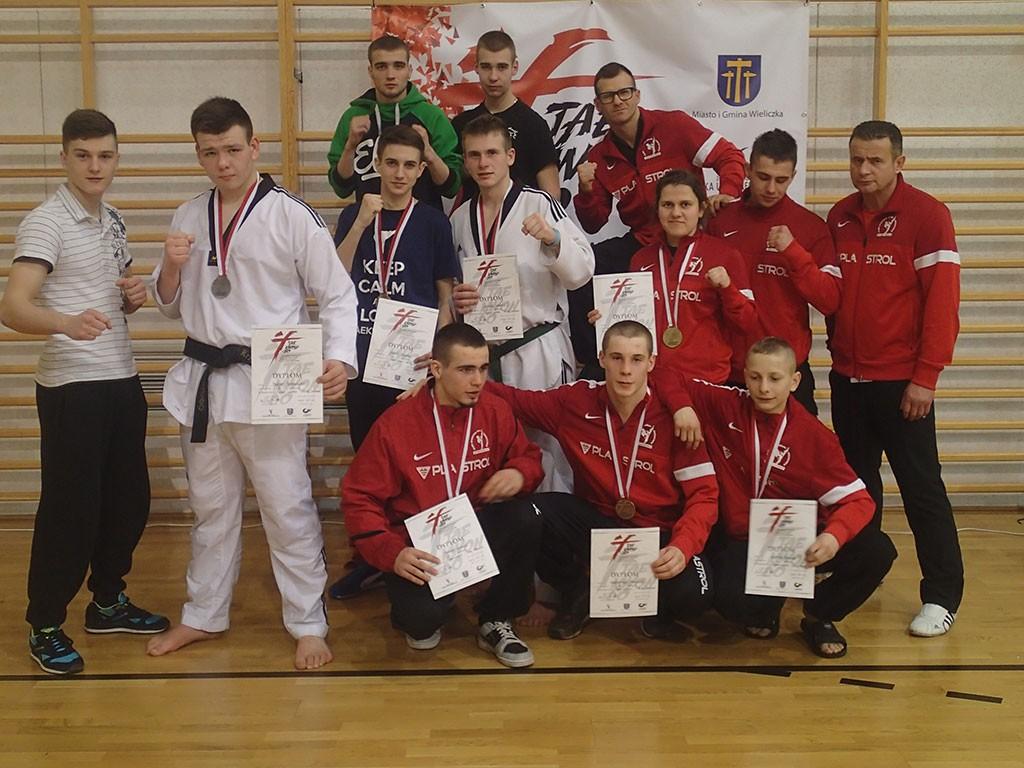 taekwondo, taekwondecy sześć podium - zdjęcie, fotografia