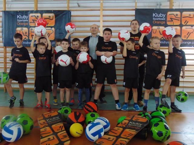 piłka nożna, Błonie Barwice punktuje Klubach Sportowych Orange - zdjęcie, fotografia