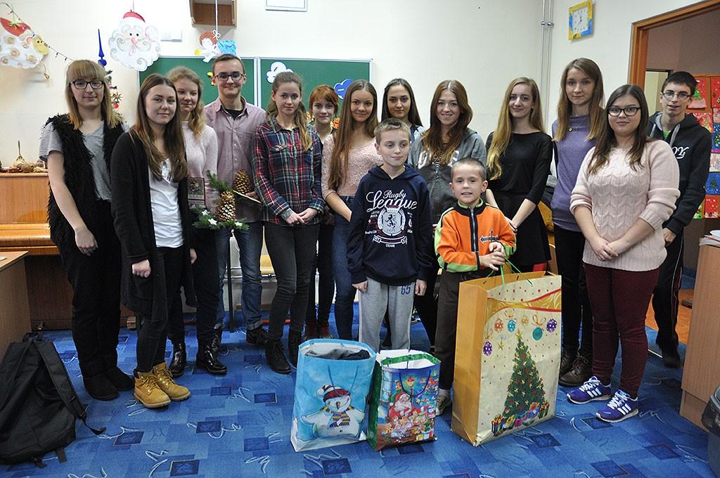 charytatywnie, Mikołaje niepełnosprawnym dzieciom - zdjęcie, fotografia