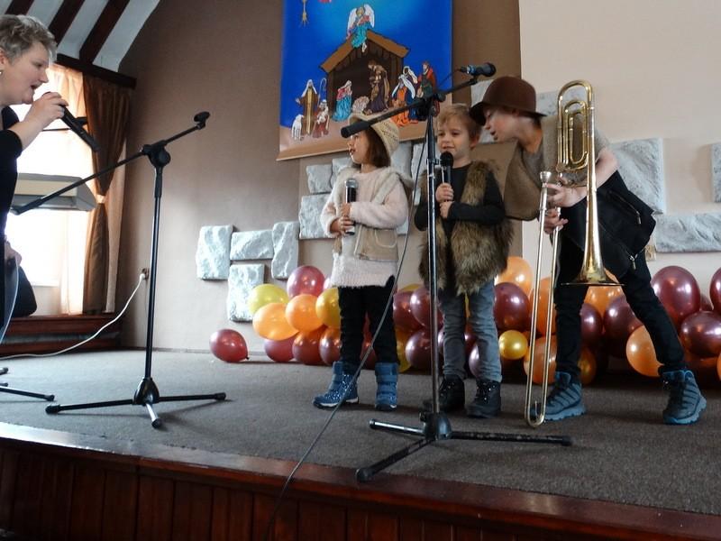 Muzyka, Kolędowanie małym kościele (wideo) - zdjęcie, fotografia