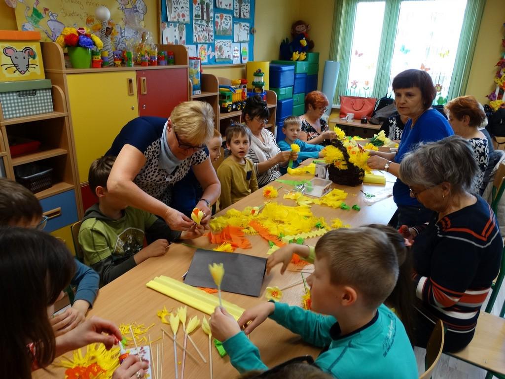 charytatywnie, Seniorzy dzieci przygotowywali Nadziei - zdjęcie, fotografia