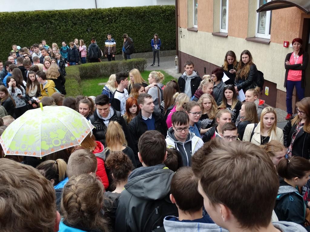 Dzieci i młodzież, Chętnych bycia wolontariuszem sposób było policzyć (wideo) - zdjęcie, fotografia