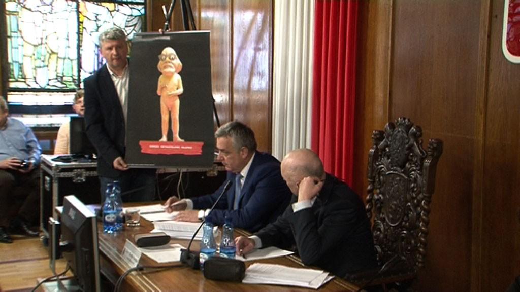 Powiat, Burmistrz podaje radnych sądu plakat - zdjęcie, fotografia