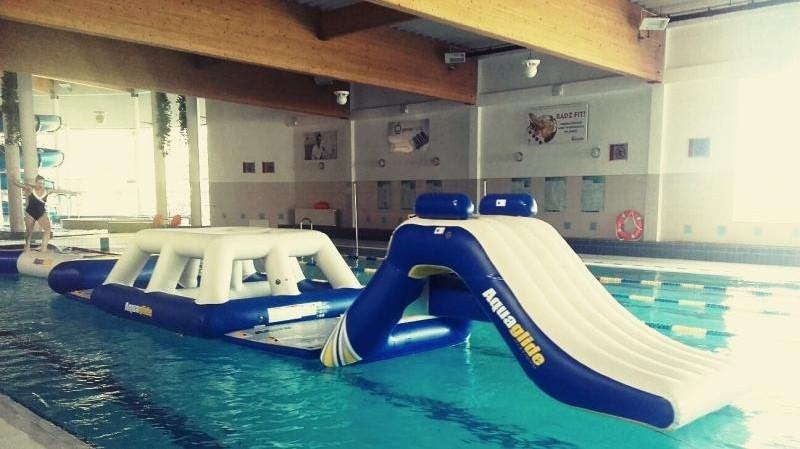 plywanie, basenie czeka niespodzianka - zdjęcie, fotografia