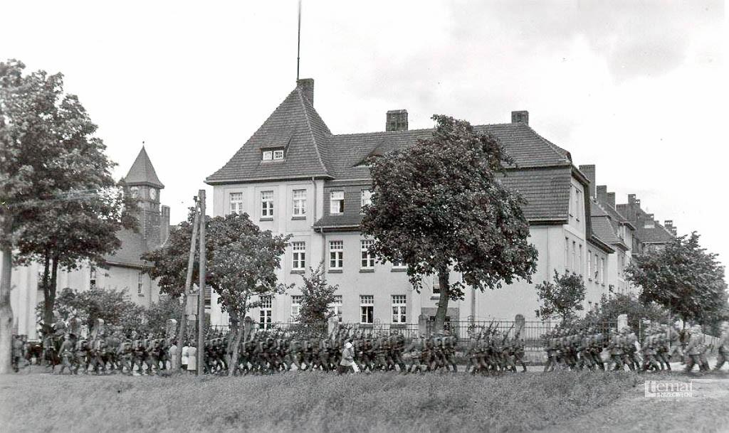 Historia, Powrót koszar - zdjęcie, fotografia