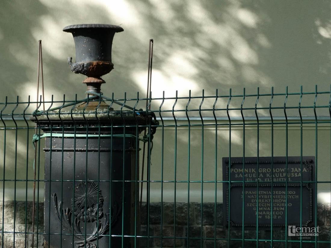Historia, Pomnik administracyjnej niemocy - zdjęcie, fotografia