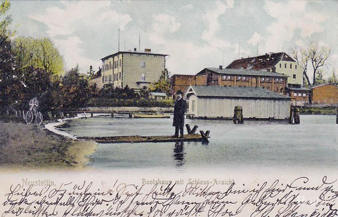 Historia, Widoczek hangarem - zdjęcie, fotografia