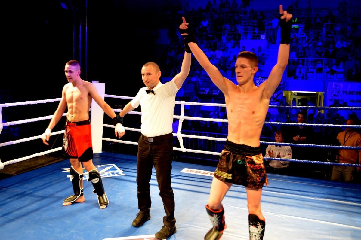 taekwondo, Bartosz zwycięża - zdjęcie, fotografia