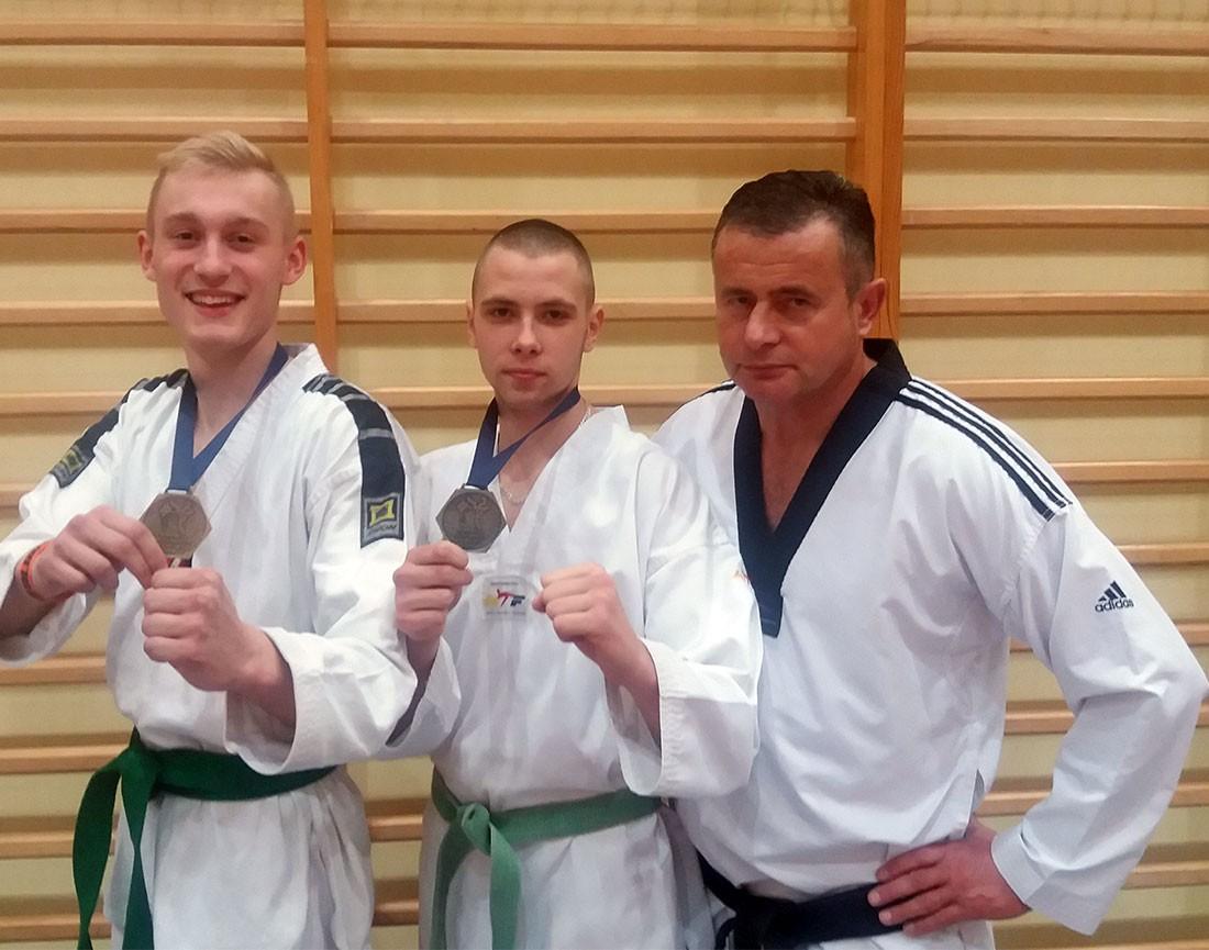 taekwondo, taekwondecy formie - zdjęcie, fotografia